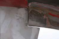 Med det nye ror, er der ikke længere noget leje, der sidder omkring forfinnen, of hvis dette stærkere ror brækker af, vil chancen for skader, der giver vandintrængen, være langt mindre.